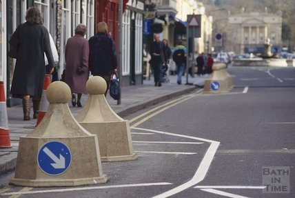 Pulteney Bridge and bollards, November 1994