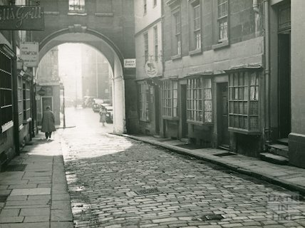Queen Street from Quiet Street looking towards Trim Bridge, 1941
