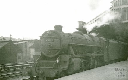 Engine No.45091 at Green Park station, c.1960s