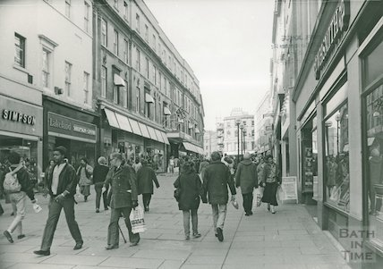 View up Union Street, busy shopping scene, 1987