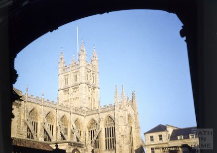 Classic view of Bath Abbey from under the arch at York Street, Bath, c.1960s