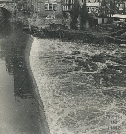 The old weir at Pulteney Bridge, c.1960s
