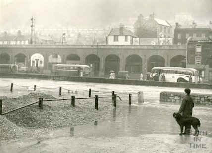Flooding on the river Avon at Broad Quay, c.December 1960