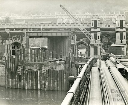 Building the new footbridge and preparing for the demolition of the Old Bridge, Bath, 1964