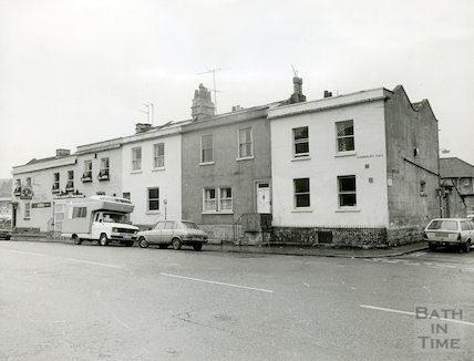 The Royal Oak Public House and 11-13 Summerlays Place, 27th January 1982