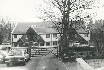 Cleveland Reach entrance facing London Road, 1985