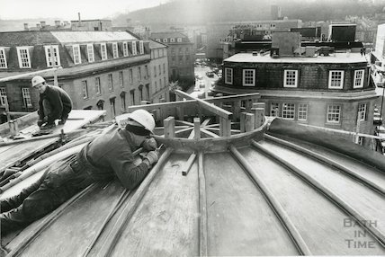 Construction on the roof of Seven Dials Centre is Sawclose, Bath, 15th February 1992
