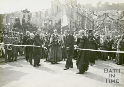 The Marquess of Bath removing the tolls at Cleveland Bridge, Bath, June 20 1929