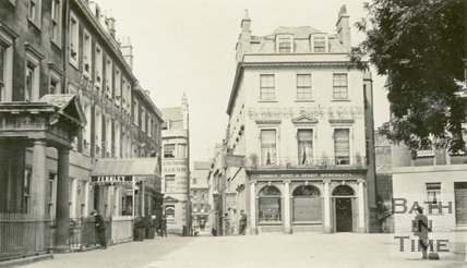 North Parade, Bath showing the entrance to Lilliput Alley, c.1915