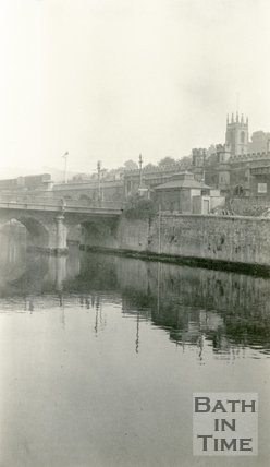 Old Bridge from the right bank of the River Avon, Bath, c.1915