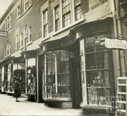 Georgian bow fronted shop windows, 6 to 8, Old Bond Street, Bath c.1945