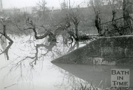 The flooded entrance to Chapel Lock on the Kennet and Avon canal, Widcombe, Bath December 1960