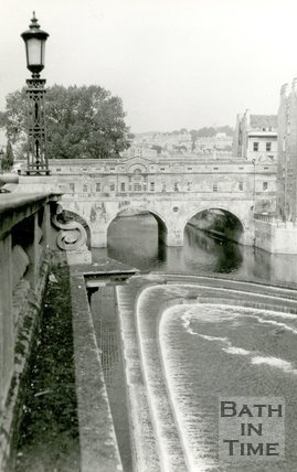 Pulteney weir and bridge, Bath, c.1975