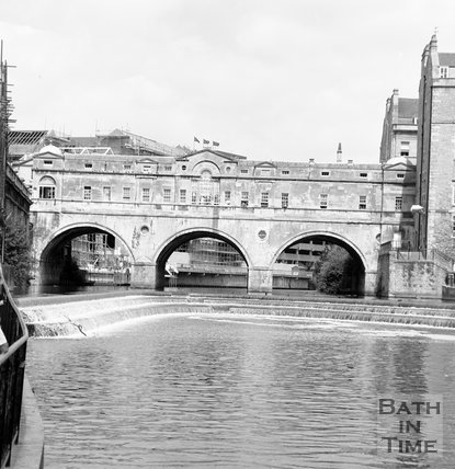 Pulteney Bridge and weir, Bath, c.1989