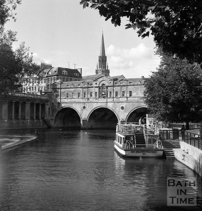 The classic front of Pulteney Bridge view, Bath, c.1990