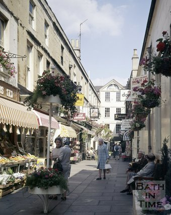 A view of a busy Northumberland Place, Bath, c.1976