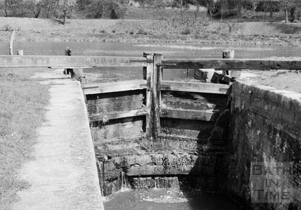 Downstream face of head gates of Abbey View Lock, Bathwick, Bath 1956