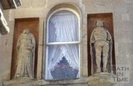 Statues beside first floor window, 8, Bath Street, Bath 1985
