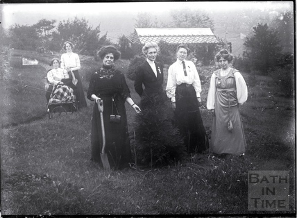 Suffragettes Jennie and Kitty Kenney, Florence Haig, Marion Wallace-Dunlop, Mary Blathwayt and Annie Kenney 1910