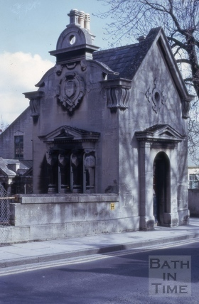 Toll house on bridge, North Parade Road, Bath 1975