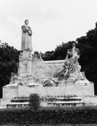 Monument to Petrarch