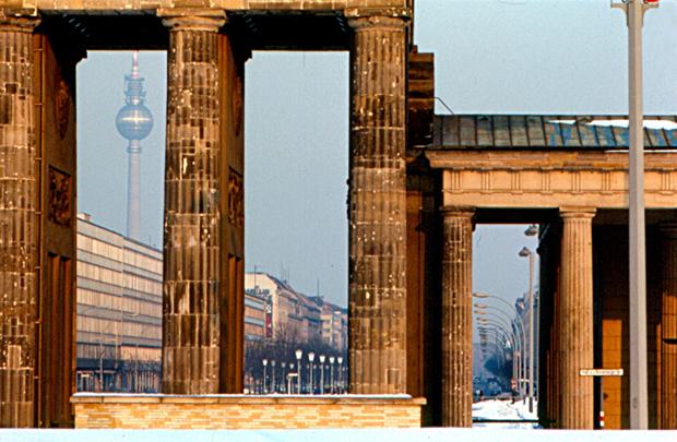 Берлинская телебашня святой ульбрихт крест