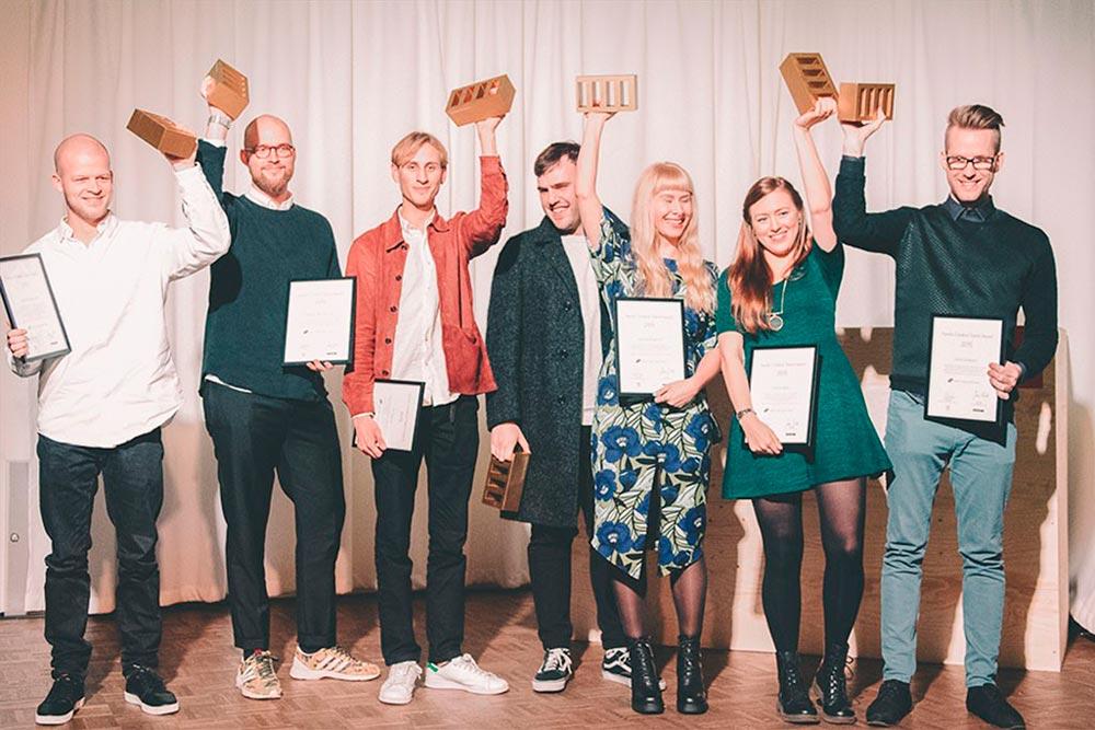 Viime vuoden Nordic Creative Talent Awardin voittajat palkittiin kultaisella The Brick -pystillä.  Kuvassa vasemmalta oikealle: Frederik Louis Hviid (Tanska), Mathias Høst Normark (Tanska), Tor Weibull (Ruotsi), Ermir Peci (Ruotsi), Beatrice Borgström (Suomi), Martine Ström (Norja) ja Daniel Brokstad (Norja). Kuvasta puuttuu: Jirka Väätäinen (Suomi).