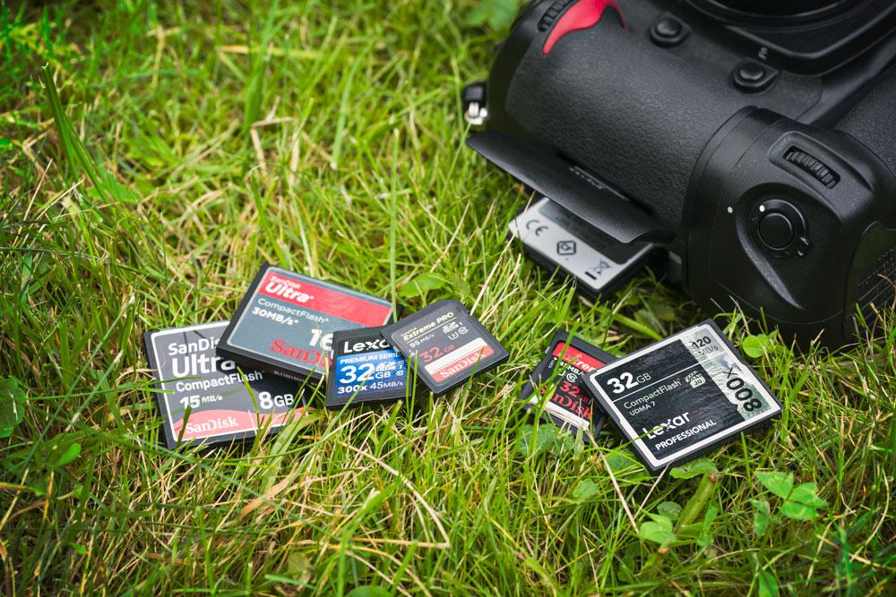 CompactFlash (cf) ja Secure Digital (sd) ovat yleisimmät käytössä olevat kameroiden muistikorttityypit. Vaikka kortti voi näyttää samanlaiselta kuin kameran alkuperäinen kortti, se ei välttämättä ole yhteensopiva.