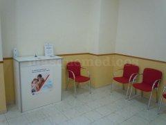 Entrada al centro y sala de espera - Centro Médico Gisbert