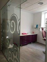 Entrada al gabinete dental - Clínica Dental Unoba Center
