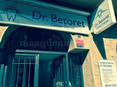 Entrada a la clínica - Dr Betoret Clínica Dental