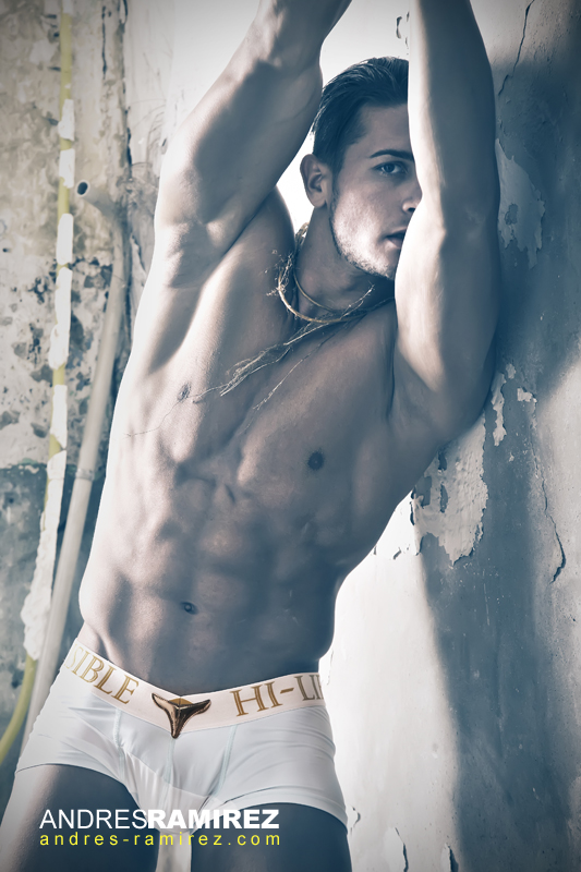 Sexy Antonin Irodia in L'Homme Invisible underwear