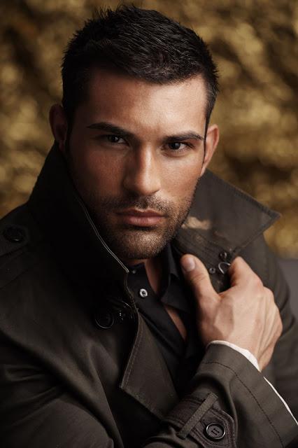 Model Guillermo Angulo