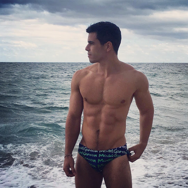 Garçon model new swimwear through fan selfies