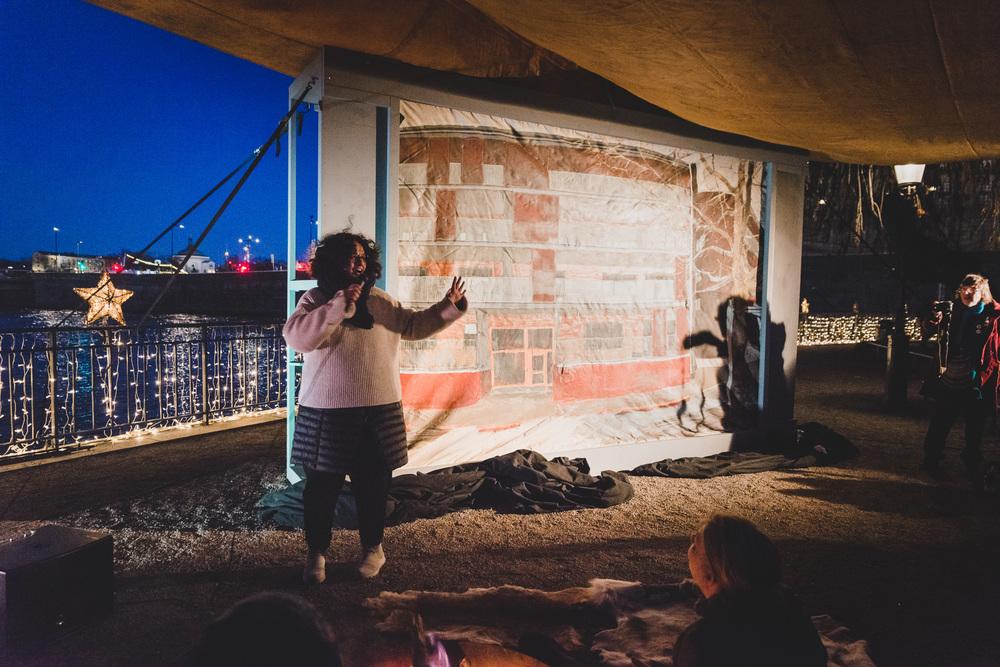 Konstnären Loulou Cherinet presenterar verket Wild Beyond på Eldmarknaden.