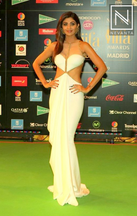 Shilpa Shetty in a white Shantanu and Nikhil cut-out gown at IIFA ...