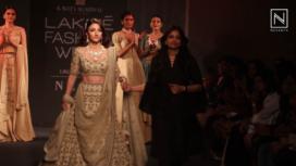Soha Ali Khan Turns Muse to Designer Kavita Agarwal at LFW Winter Festive 2019