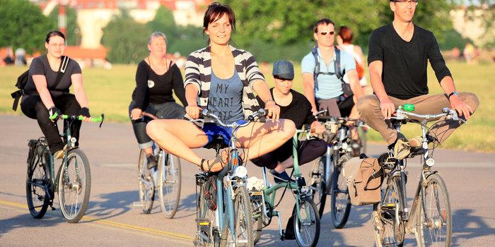2_fahrrad_yoga_dpa