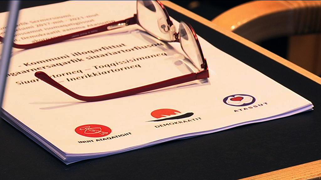 Tre partier underskriver en koalitionsaftale