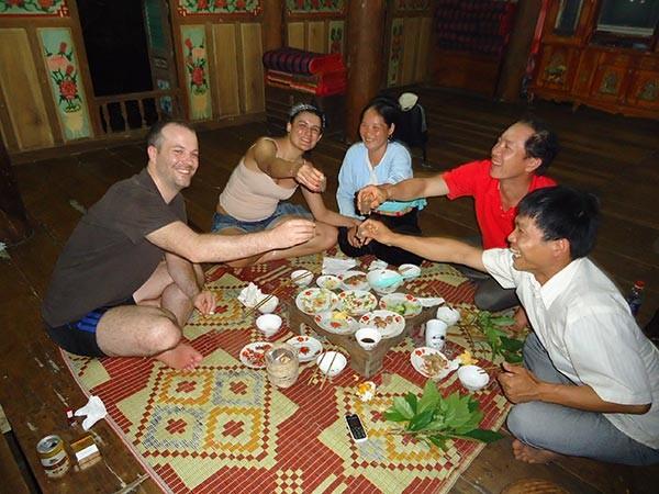 ngoc-son-ngo-luong-homestay-dinner