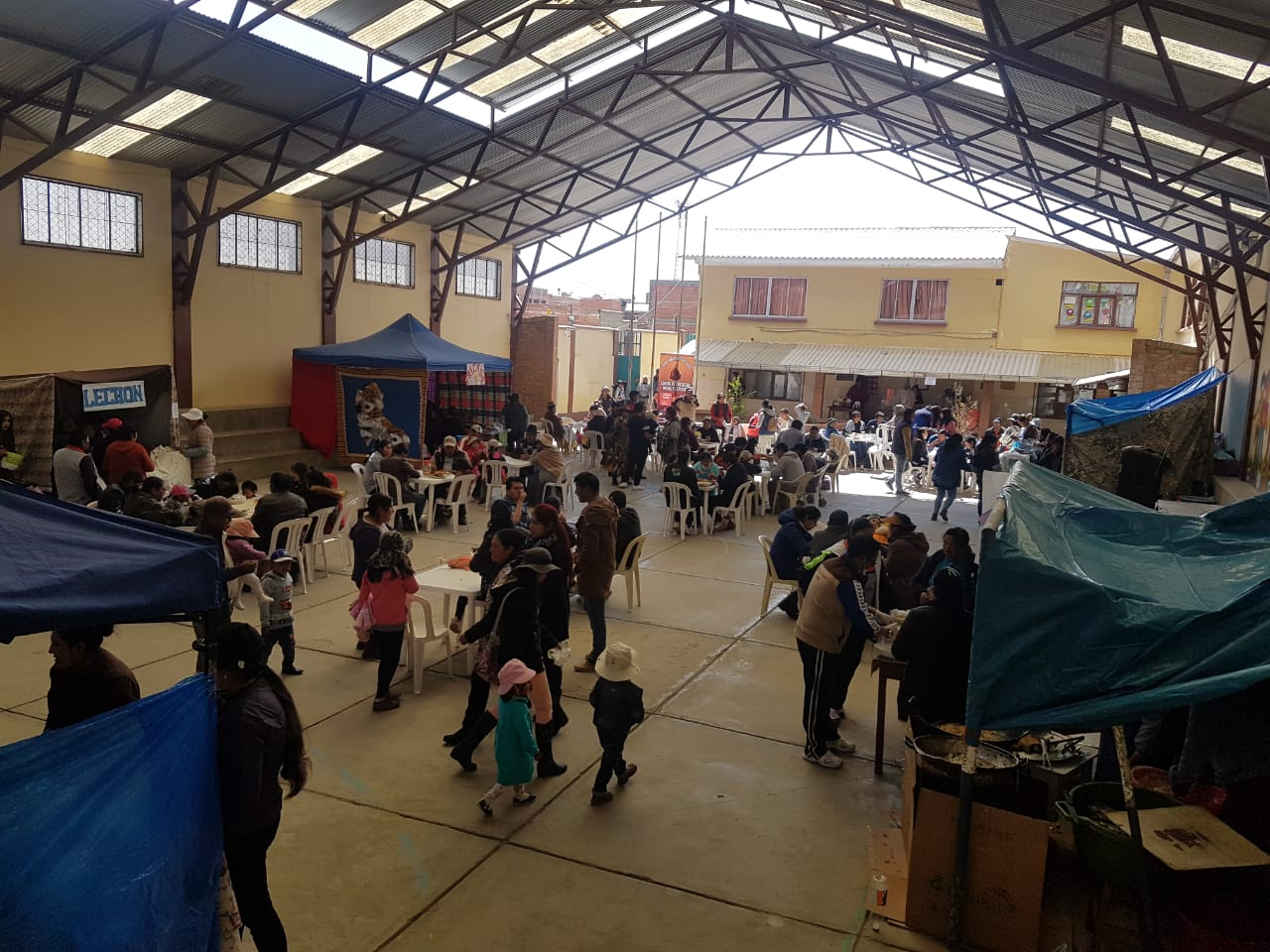 Kermesse solidaria en el Centro San Francisco de Asís de El Alto (Bolivia)