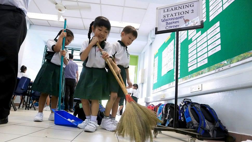 okul temizliği japonya