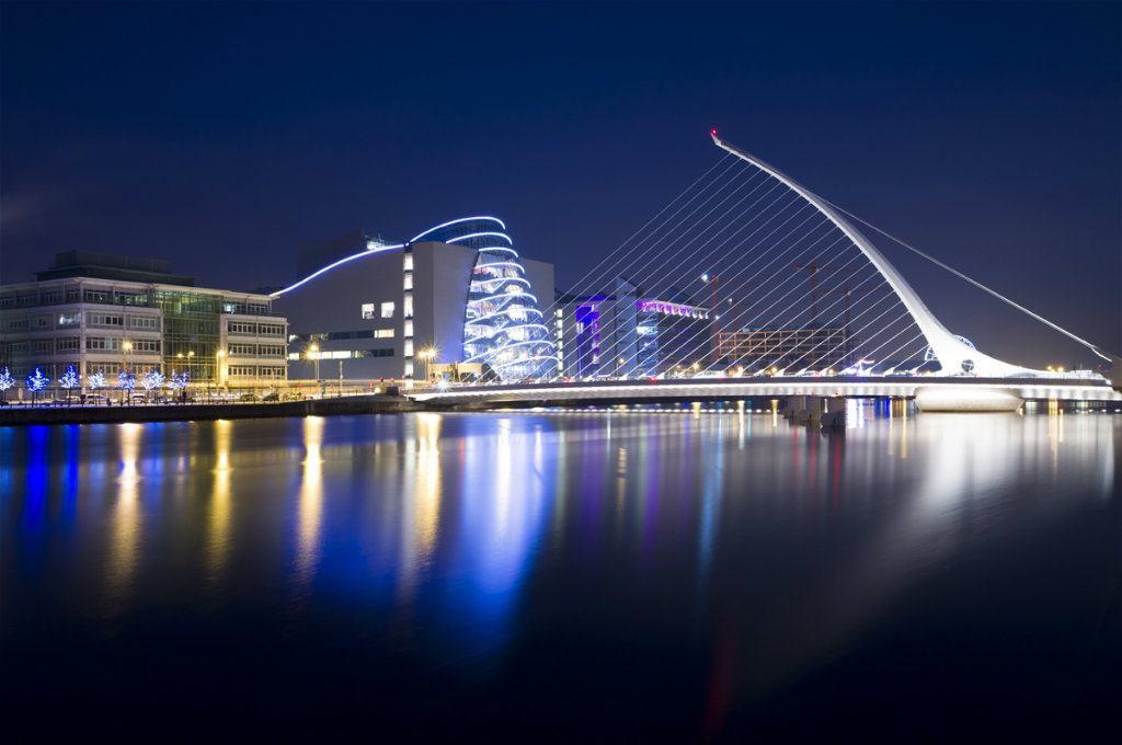 Dublin Samuel Becket bridge at night