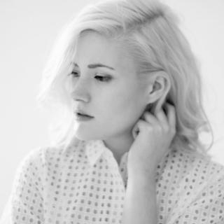 Kristallklare Stimme von Madeline Juno