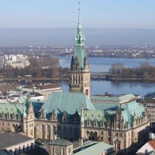 Stadtführung: Vom Rathaus bis zum Hamburger Kreuzfahrtterminal