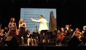 Internationales Sommerfestival 2017 - & Elbphilharmonie Sommer:  Junge Symphoniker Hamburg / Matthias von Hartz / Jan Dvorak: Orchesterkaraoke