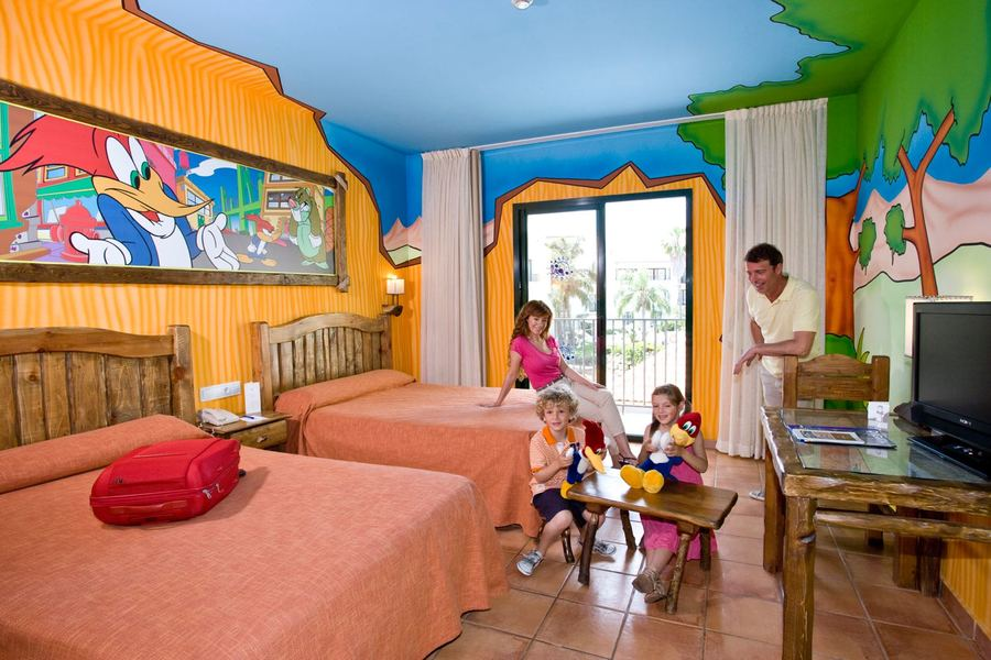 Habitaci n woody and friends port aventura salou for Hoteles con habitaciones familiares en salou