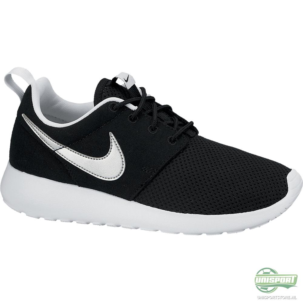 nike zwart wit roshe run