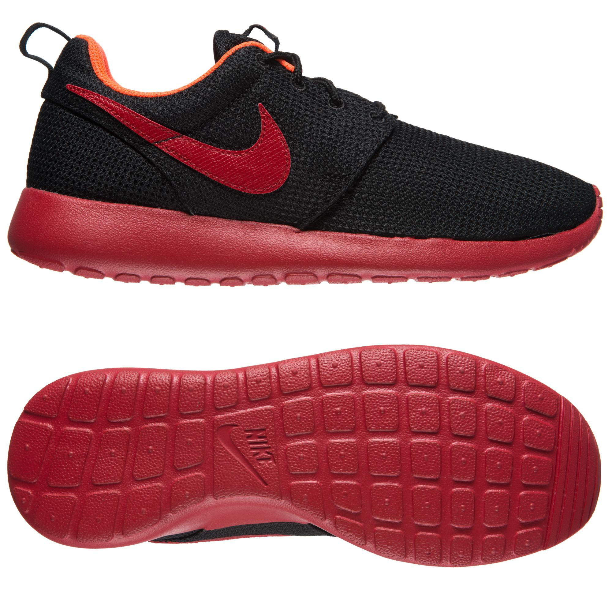 roshe run black and red