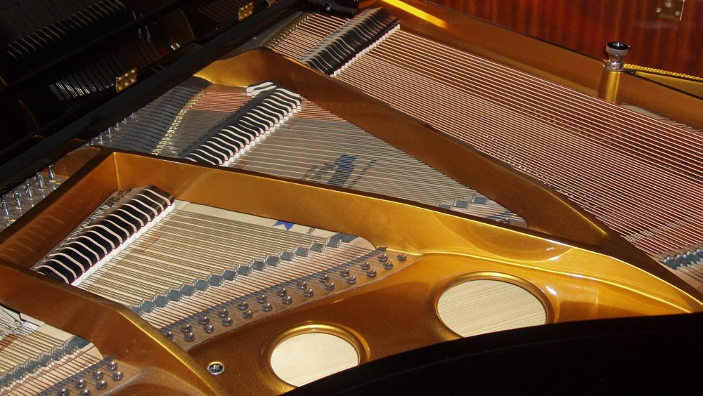 Inside_of_a_Grand_Piano.jpg